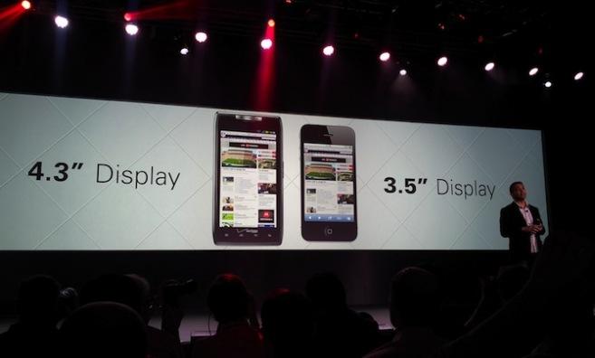motorola-razr-4-3-inch-display-vs-3-5-inch-on-iphone-4s