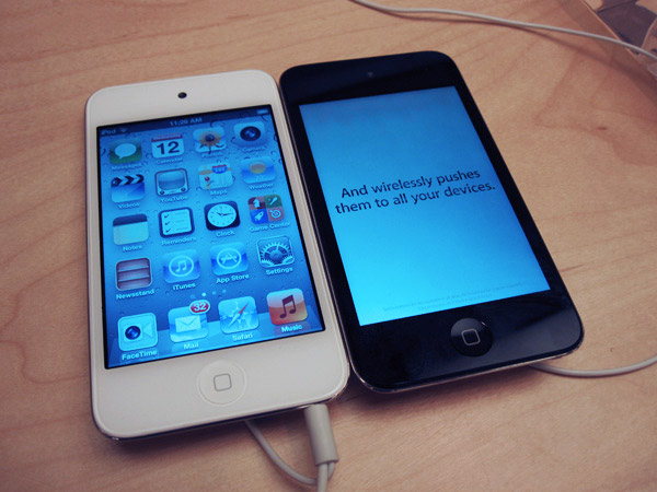 white-ipod-touch-compare